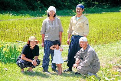 (写真奥)北村綾香さん、北村健一さん、(写真手前)前田聡子さん、前田浩一さん