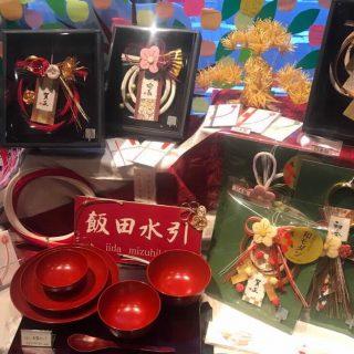伝統美あふれる飯田水引の正月飾り