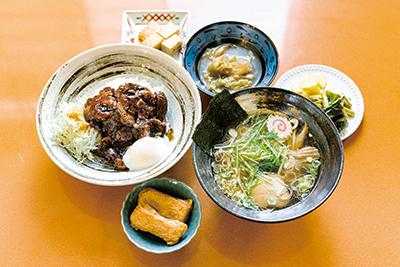 復興応援ラーメン(500円)、復興大倉の豚丼(500円)